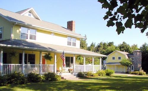Great Place to stay McKenzie House Bed & Breakfast near Middlebury