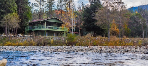 Great Place to stay Riverview Cabin Steps From the Trinity River and 10-minutes From Weaverville near Junction City
