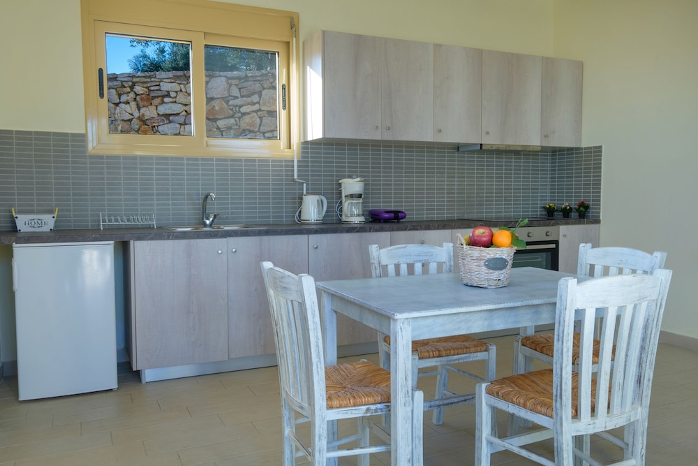 Private Kitchen, Hilltop Residences
