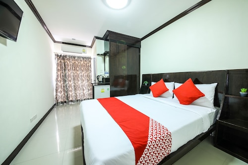 OYO 118 Beach Walk Stay Hotel