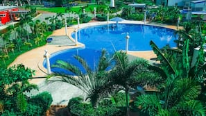 Outdoor pool, a natural pool