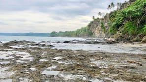 Private beach nearby, white sand, beach towels, beach bar