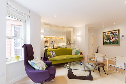 2 Bed, 2 bath flat in Covent Garden