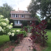Full Furnished Updated Home Close to New York