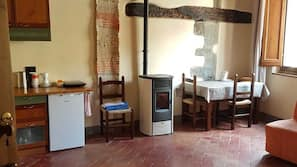Free WiFi, linens