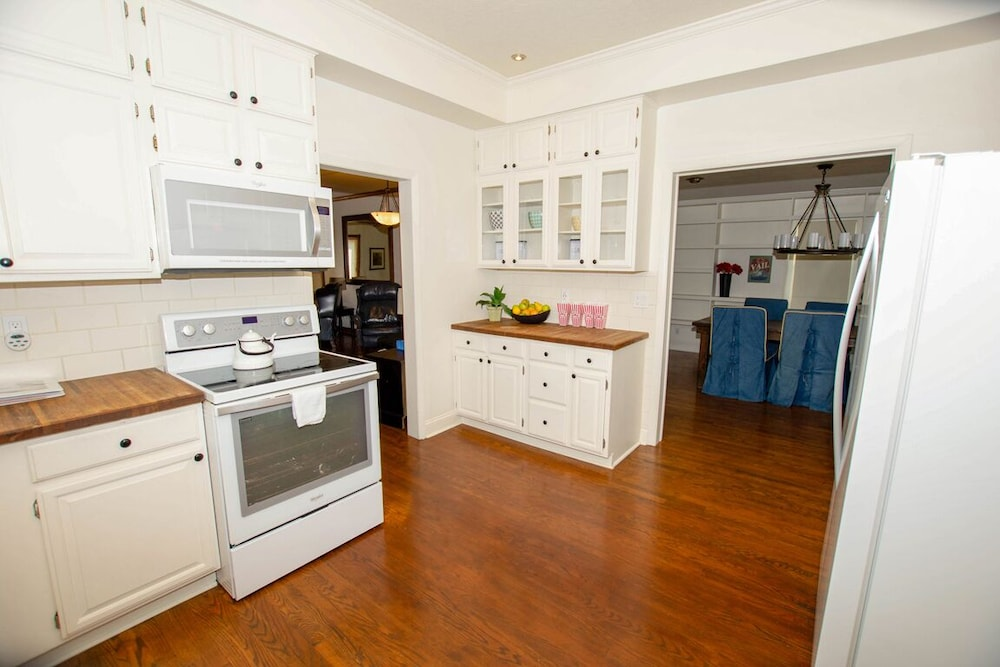 Private Kitchen, The Field House @ Dellsvacay Amazing 4BR Game Room Walk to Dells Nightlife