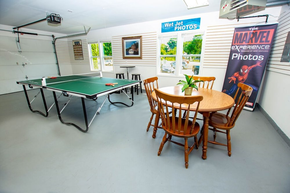 , The Field House @ Dellsvacay Amazing 4BR Game Room Walk to Dells Nightlife
