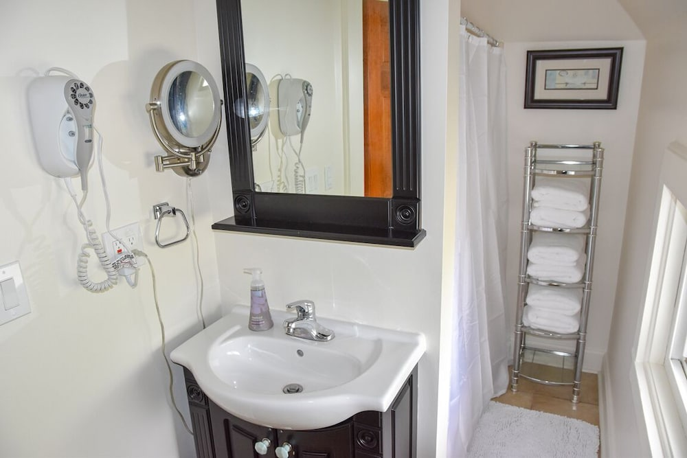Bathroom, The Field House @ Dellsvacay Amazing 4BR Game Room Walk to Dells Nightlife