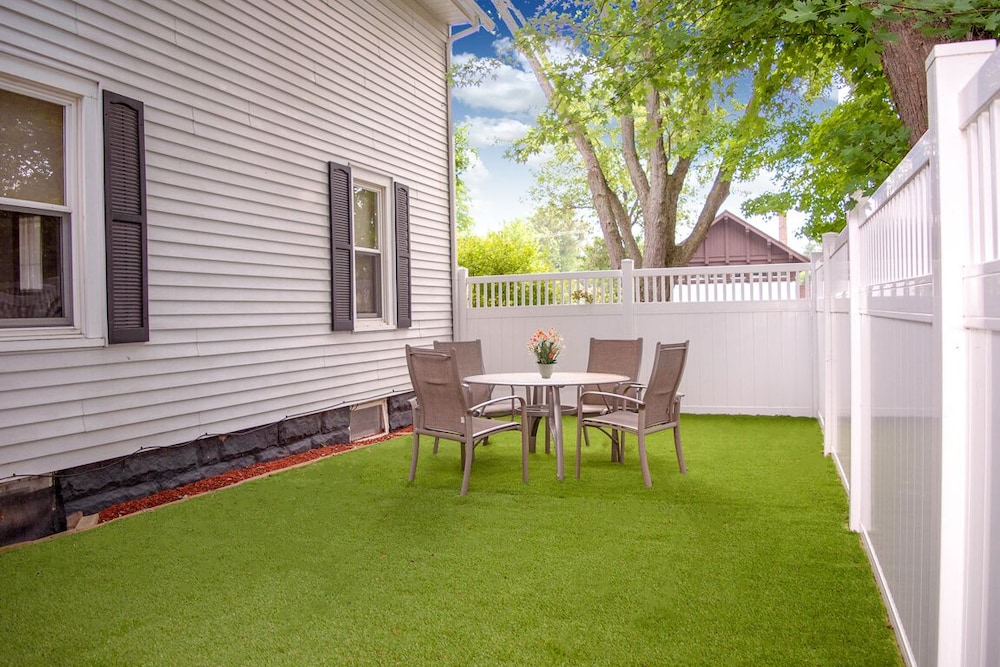 Terrace/Patio, The Field House @ Dellsvacay Amazing 4BR Game Room Walk to Dells Nightlife