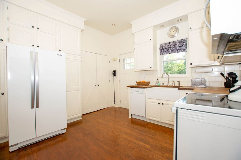 Laundry Room, The Field House @ Dellsvacay Amazing 4BR Game Room Walk to Dells Nightlife