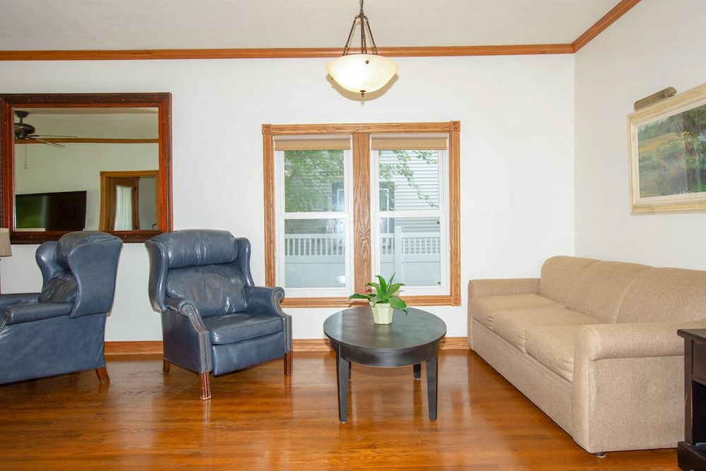 Living Room, The Field House @ Dellsvacay Amazing 4BR Game Room Walk to Dells Nightlife