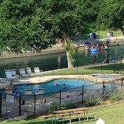River Access - Tubing - On the Comal w/ Pool/ Hot Tub!