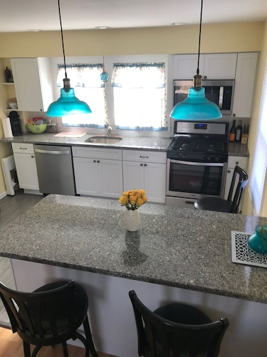 Private Kitchen, Great Summer Value. Clean, Cozy Cottage