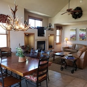 Luxury Condo on San Juan River - Pagosa Springs HOT Springs Across River $ave $