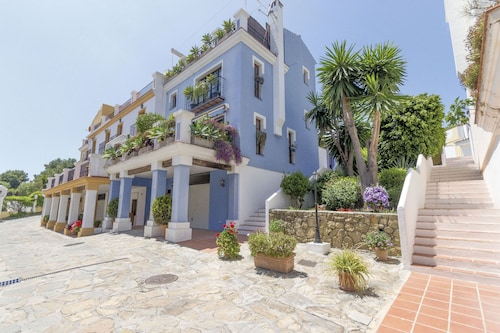 3 Beds Townhouse in Gated Community Marbella Golden Mile, Puente Romano