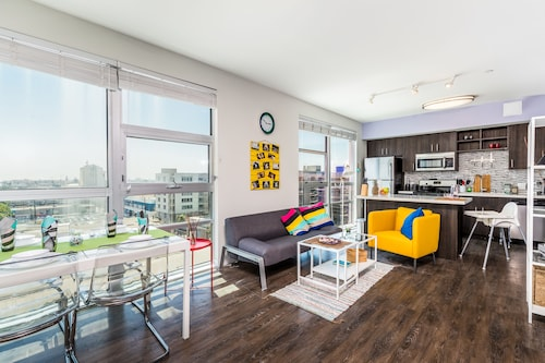East West Comfort: Downtown LA Cozy Apartments