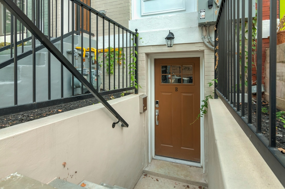 Beautiful Capitol Hill Apartment Steps From Metro & Eastern