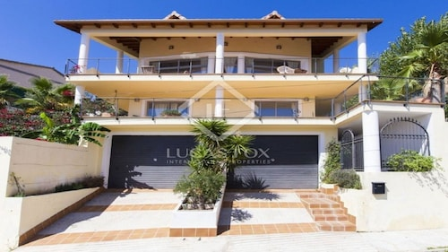 House With sea Views of Sitges Family, Groups