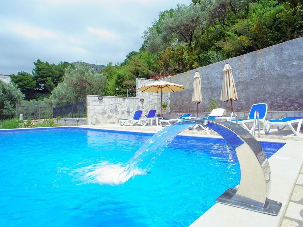 Schlafzimmer Stefan | Sveti Stefan Lux Apartment With Swimming Pool And Bbq 1 Bedroom With