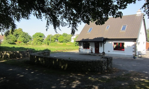 Kinvara Galway: Holiday Cottage Right in the Village of Kinvara. Walk to All!