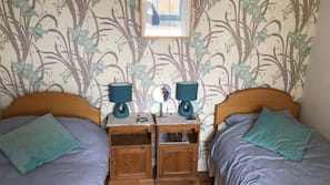2 bedrooms, iron/ironing board, free rollaway beds, free WiFi