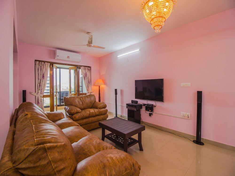 OYO 12481 Home Field view Penthouse Panjim: 2018 Room Prices, Deals ...