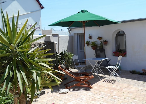 House With one Bedroom in Batz-sur-mer, With Furnished Terrace and Wifi - 3 km From the Beach