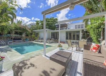 Tropical Escape 4 BR with pool sleeps 14