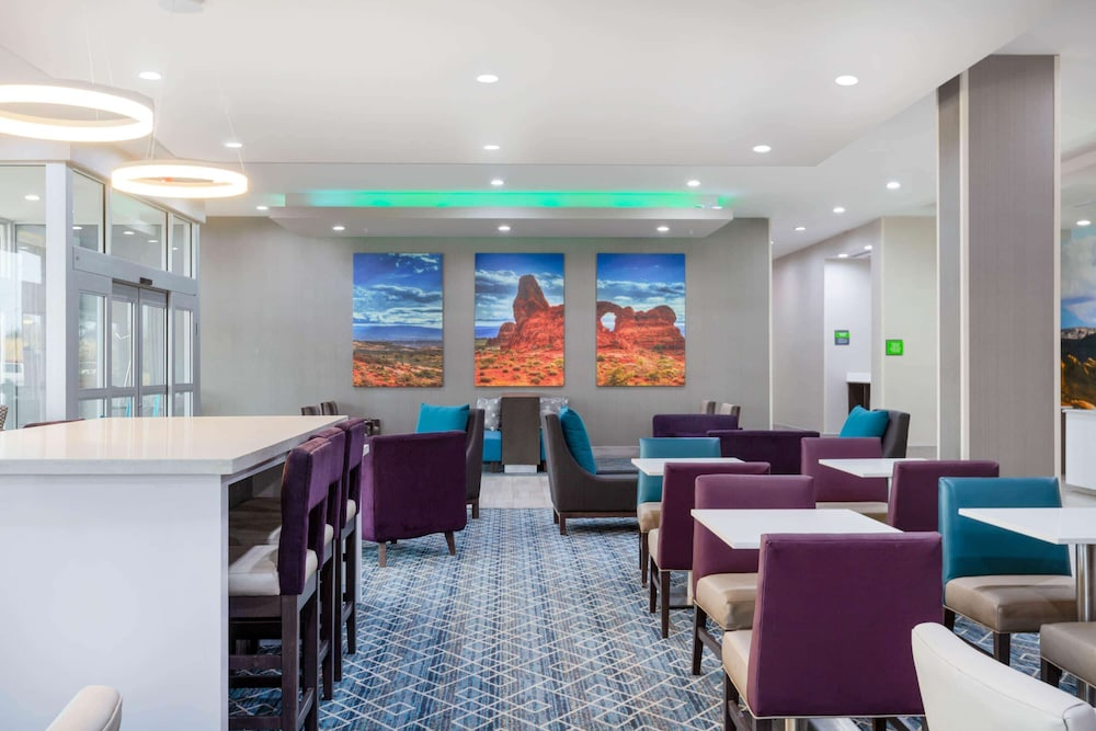 Breakfast Area, La Quinta Inn & Suites by Wyndham Kanab