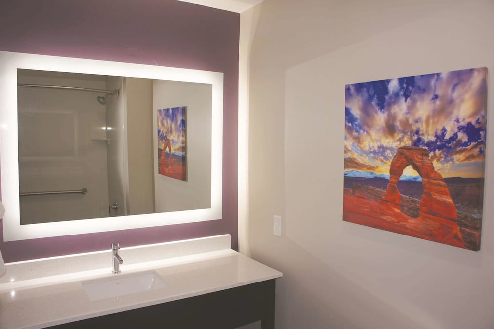 Bathroom, La Quinta Inn & Suites by Wyndham Kanab