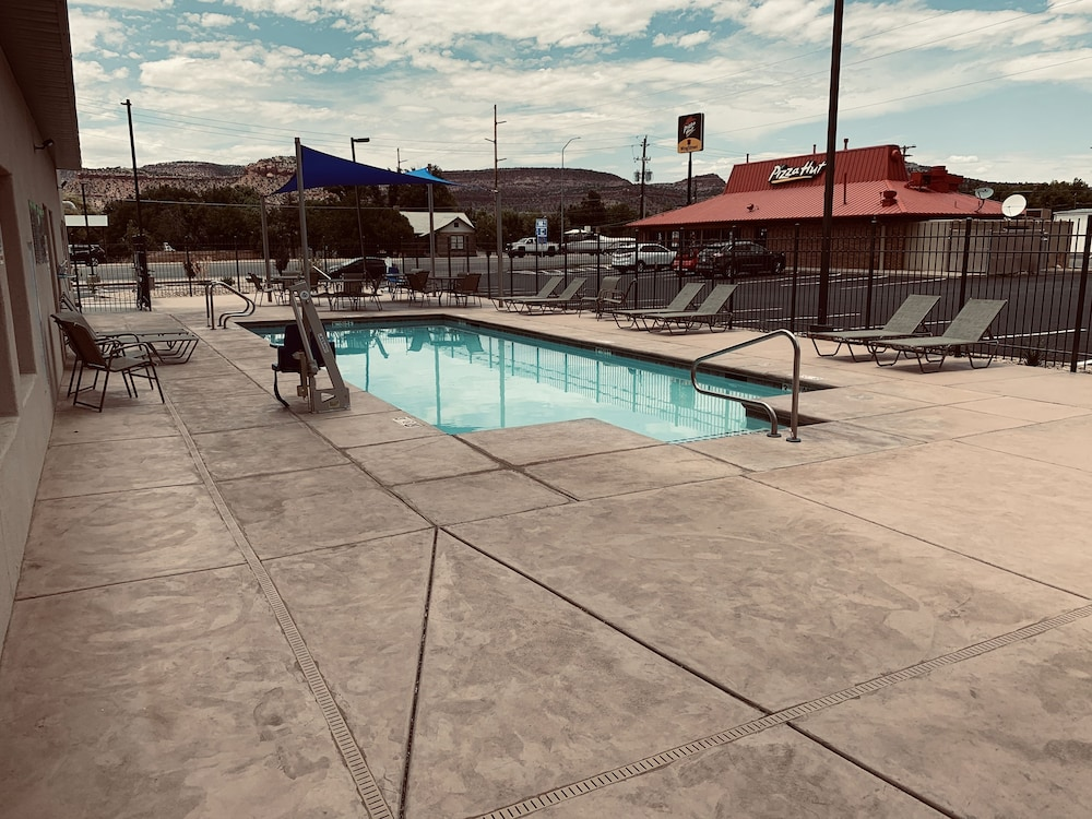 Outdoor Pool, La Quinta Inn & Suites by Wyndham Kanab