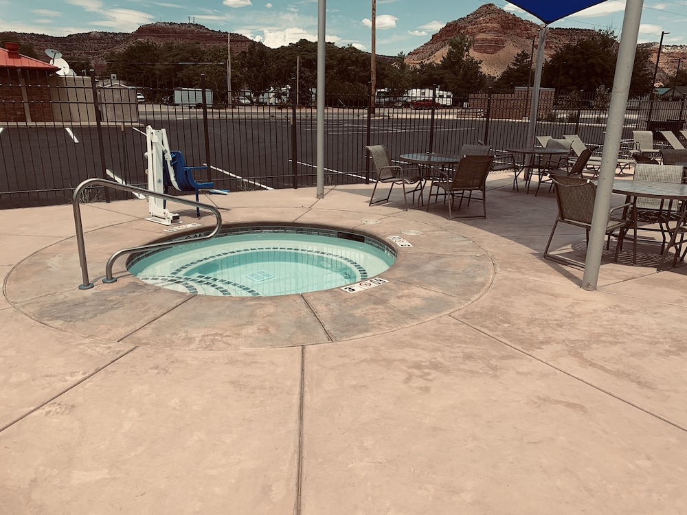Spa, La Quinta Inn & Suites by Wyndham Kanab