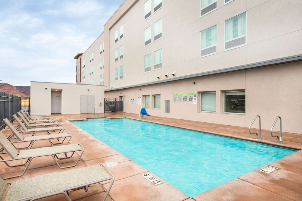 Pool, La Quinta Inn & Suites by Wyndham Kanab
