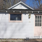 Cozy Affordable East Haven Shoreline Area Cottage, Short Drive To Town Beach!