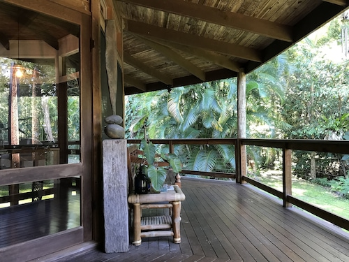 Tranquil Eco Friendly Earth House, Perfect for Unwinding Amidst the Rainforest