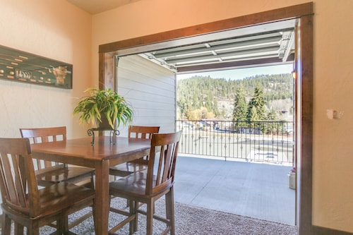 Bright Open Condos W Mtn Views Near Outdoor Activities Right On The