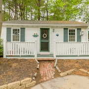 Cozy Home w/ Shared Pool, Porch, & Easy Access to Ogunquit Beach/downtown!