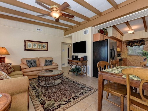 Roomy Duplex W/pool in Prime Location, Walk to the Beach, Good for Large Groups!