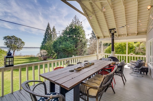 Dog-friendly, Waterfront Home With Gorgeous Views, Deck, Moments From Beach!