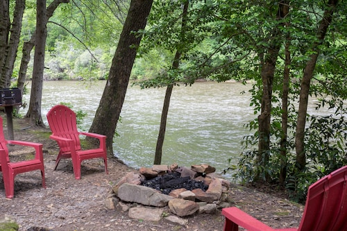 Riverfront Cabin w/ Private hot Tub, Screened Porch, and Grill!
