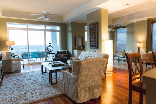 Wharf 1116: Penthouse With Great Rates & Tons Of Amenities! Ask About Discounts!