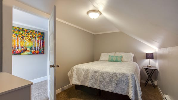 3 makuuhuonetta, silitysrauta/-lauta, internet, vuodevaatteet