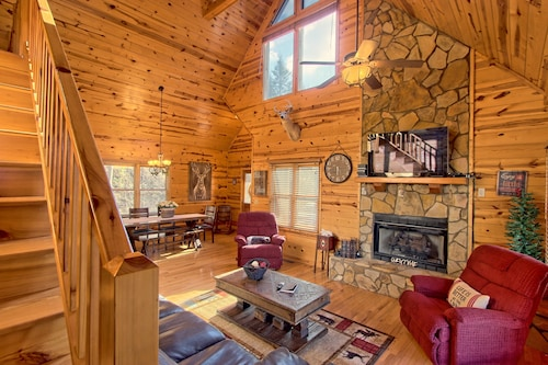 Great Place to stay Family-sized Cabin With Private hot Tub, Huge Backyard, Deck Space, & Firepit near Mineral Bluff