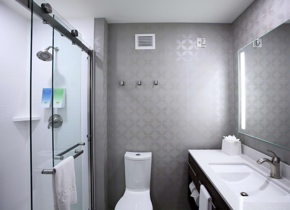 Bathroom, Home2 Suites by Hilton Nampa