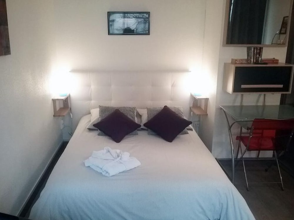 Le Studio Victoria In Nancy Hotel Rates Reviews On Orbitz