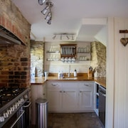 Idyllic Wishbone Cottage in Gorgeous River Village Fairford, Cotswolds