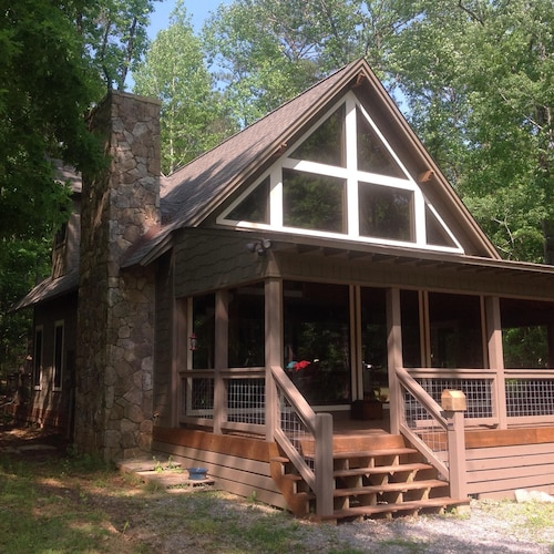 Cabin on the Lake, Cozy Couple Or Small Family. Pontoon Boat Rentals Available
