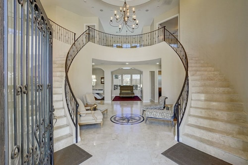 Gorgeous Dual Staircase And Just Minutes To The Strip!