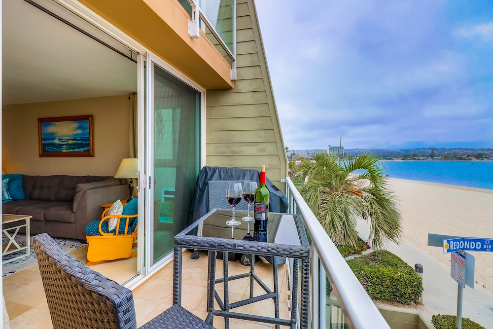 Balcony, Come Enjoy the Sunny Weather at This 2 Bedroom Condo!
