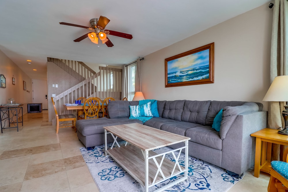 Living Room, Come Enjoy the Sunny Weather at This 2 Bedroom Condo!
